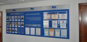 информационный стенд в офисе компании